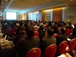 発表の様子(東京会場)。会場200席がほぼ満席。関心の高さが伺えます。