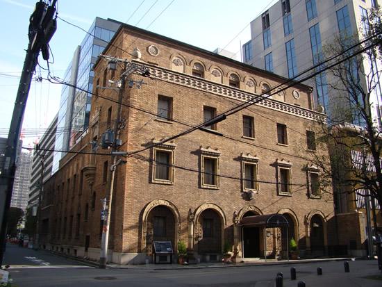 大阪倶楽部、4月1日の表情。1924年当社のスタートはこの建物から。