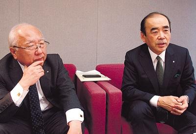環境室長の山田(左)と社長の佐野(右)