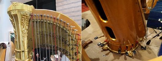右/穴のあいた共鳴胴から音が響く。その下にペダルが並んでいます。