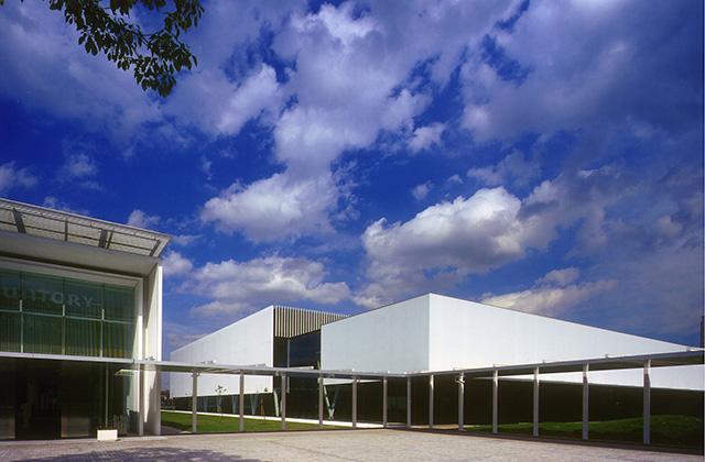 サントリー研修センター「夢たまご」 建築主 サントリー(株) 所在地 神奈川県川崎市 構造 S造
