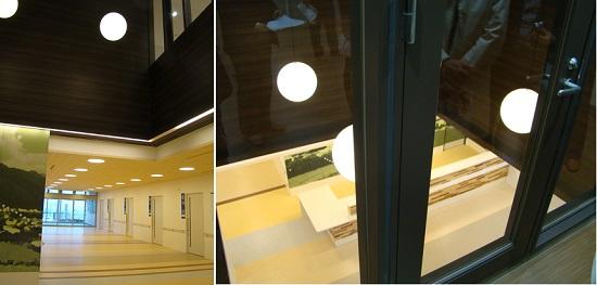 1・2階の空間的つながりを意識させる吹き抜けも適所に配置(右:2階健診センターから)