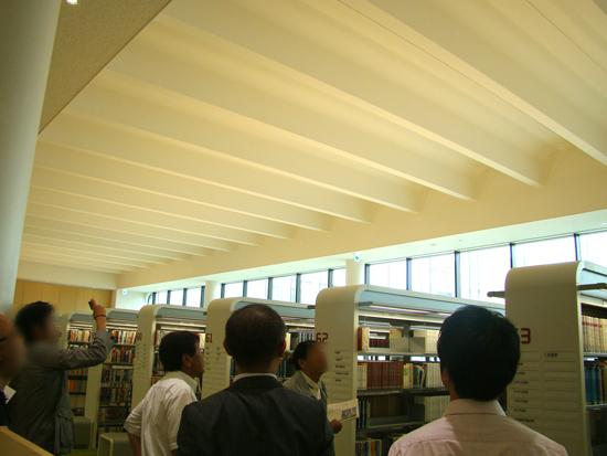 2階 開架図書