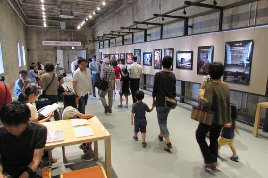 企画展示室/休憩を兼ねて、半田赤レンガ建物復活までの足跡をご覧ください