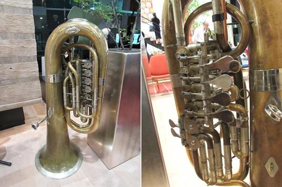 大型の低音金管楽器、チューバ