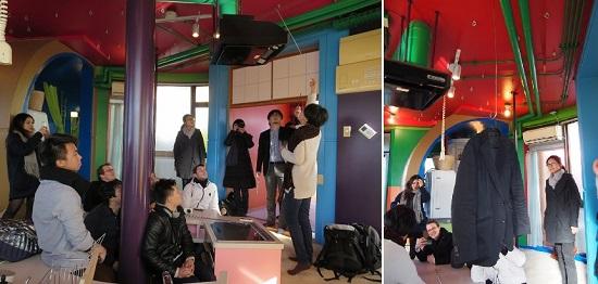 備え付けの収納がないので天井のフックに洋服などを吊り下げるそうで。(左)画像提供:ABRF