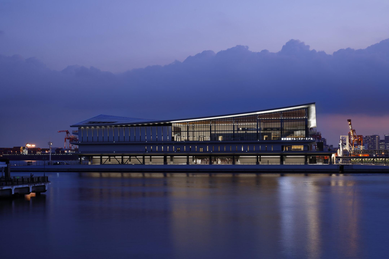 世界最大級の旅客船を迎える首都の新玄関口